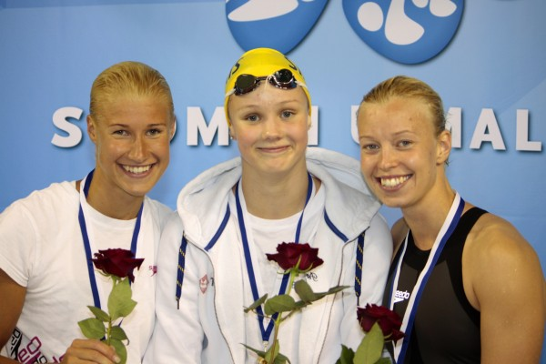 Kuva: Helsingfors simsällskap RF - keskellä Marlene Niemi